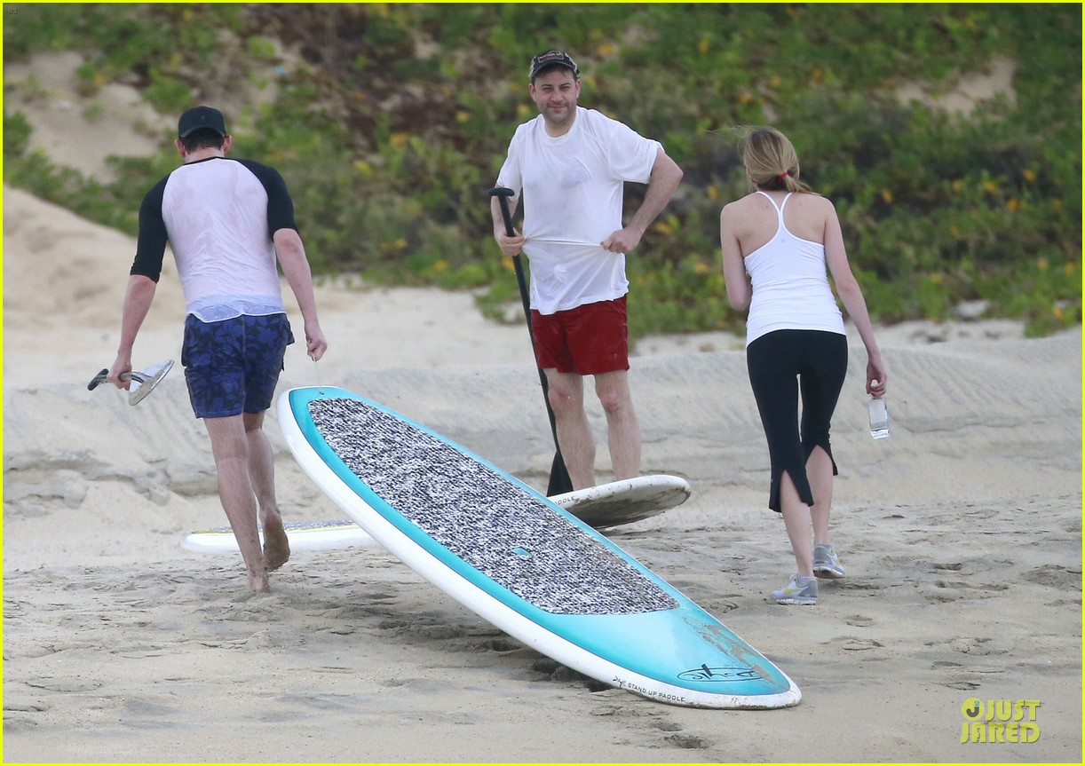 jennifer aniston & justin theroux paddle boarding fun with friends 262782134
