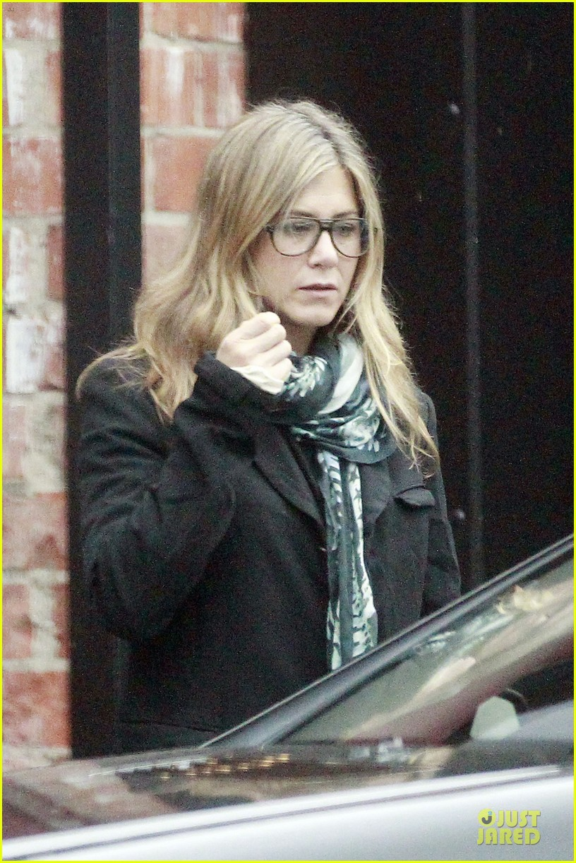 jennifer aniston & justin theroux bel air house renovations 072771524