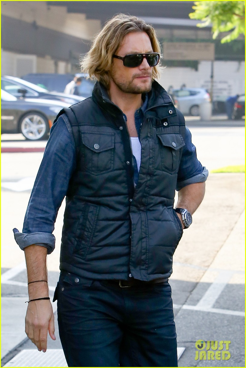 gabriel aubry burgers for lunch 052770708