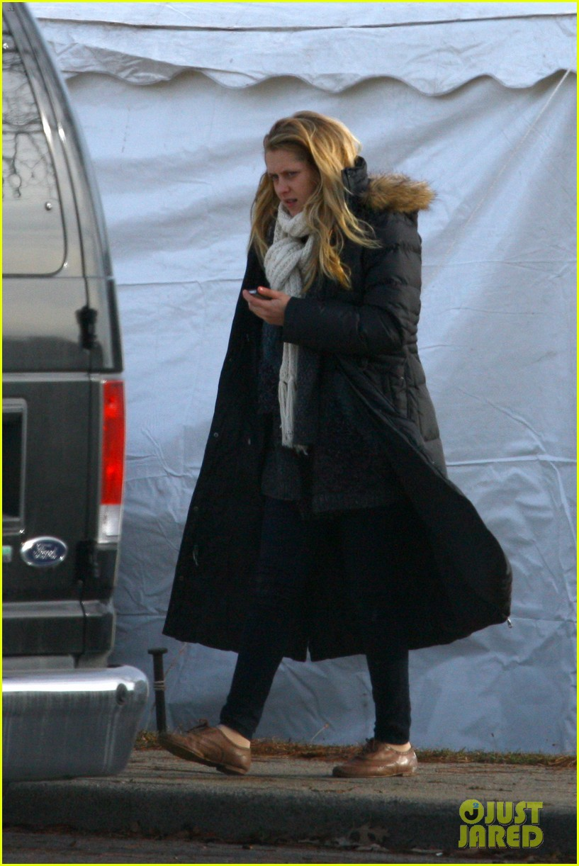 penn badgley teresa palmer parts per billion filming 04