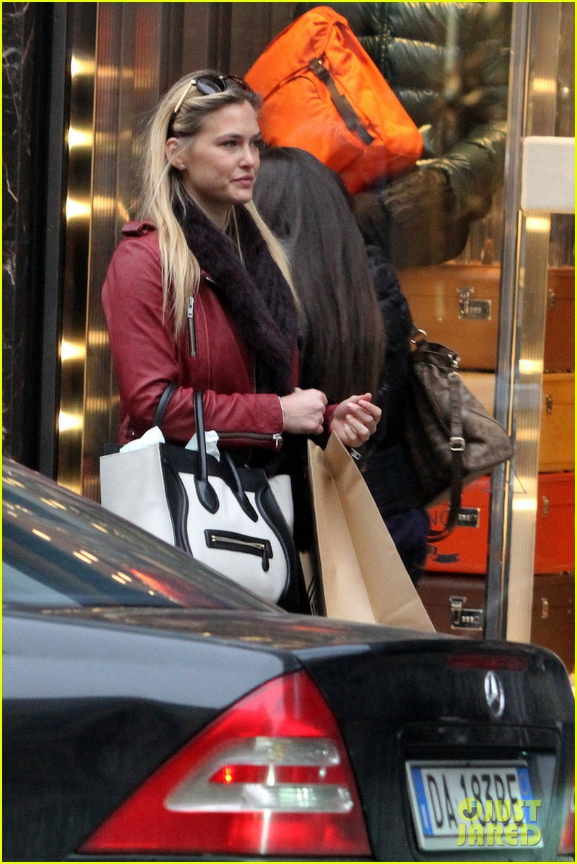 bar refaeli pirelli store shopper 13