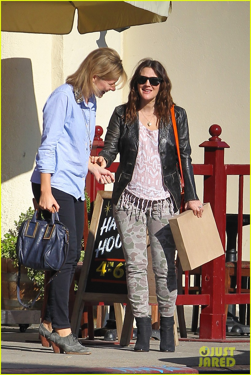 drew barrymore laughing at lunch 022773652