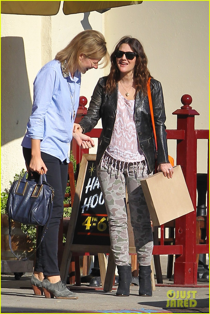 drew barrymore laughing at lunch 042773654