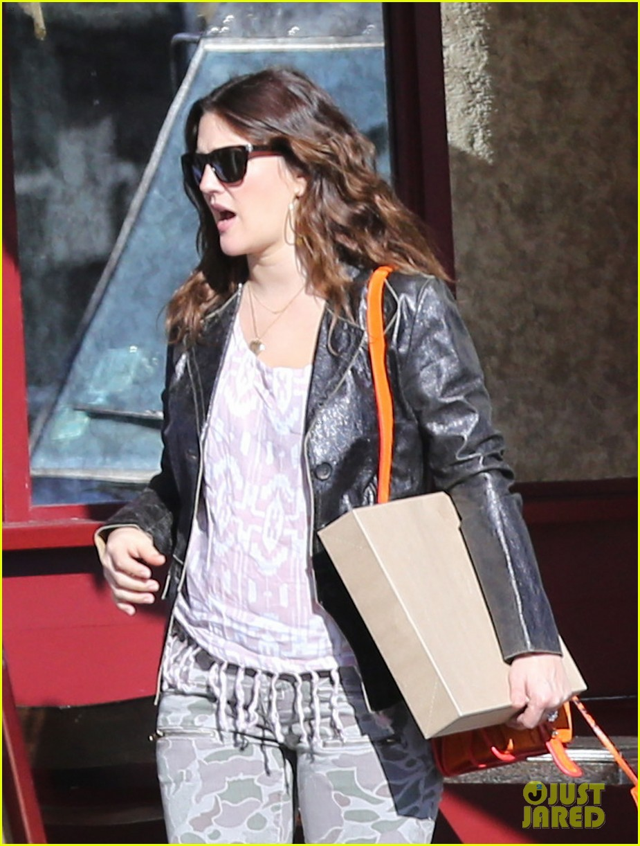 drew barrymore laughing at lunch 112773661