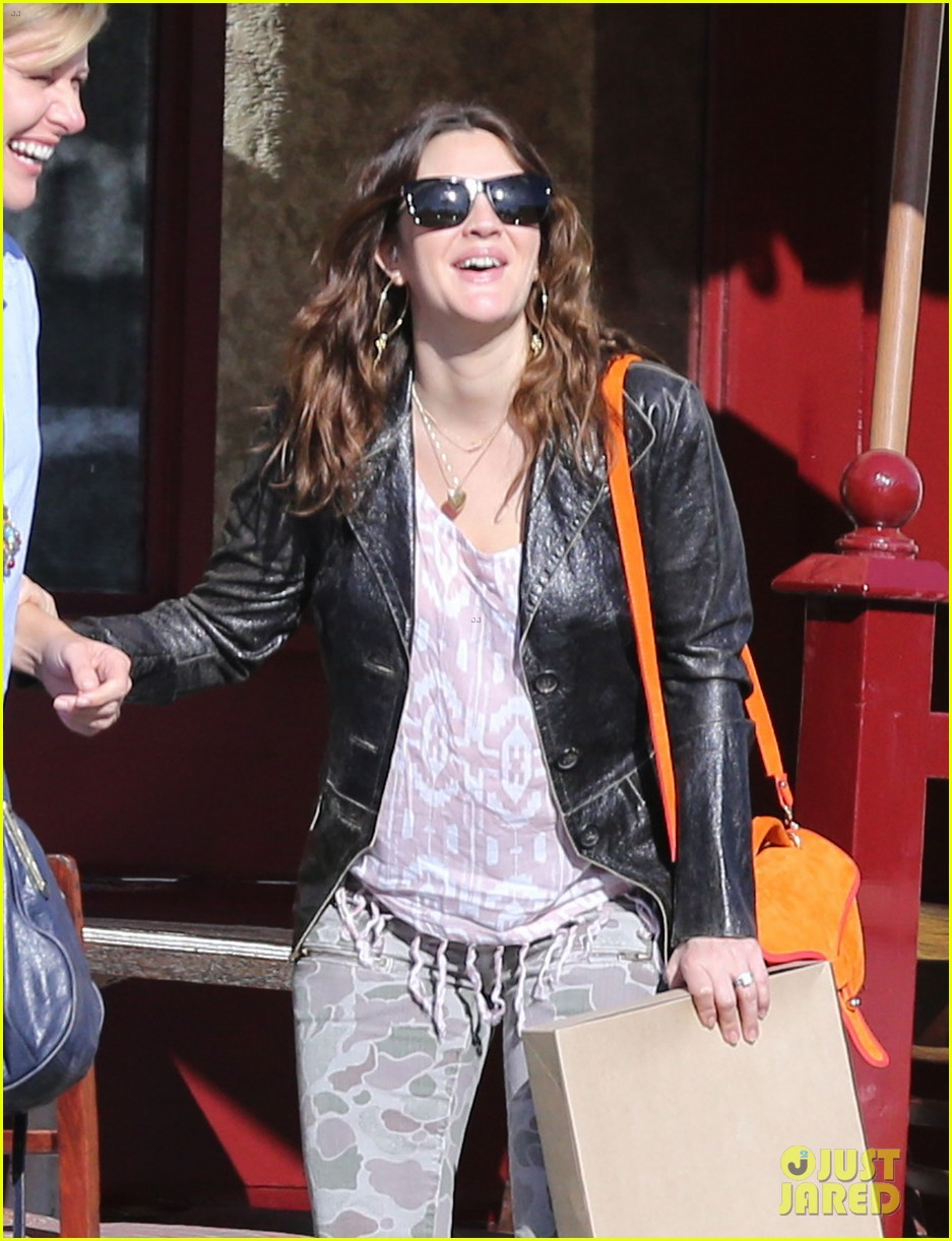 drew barrymore laughing at lunch 142773664
