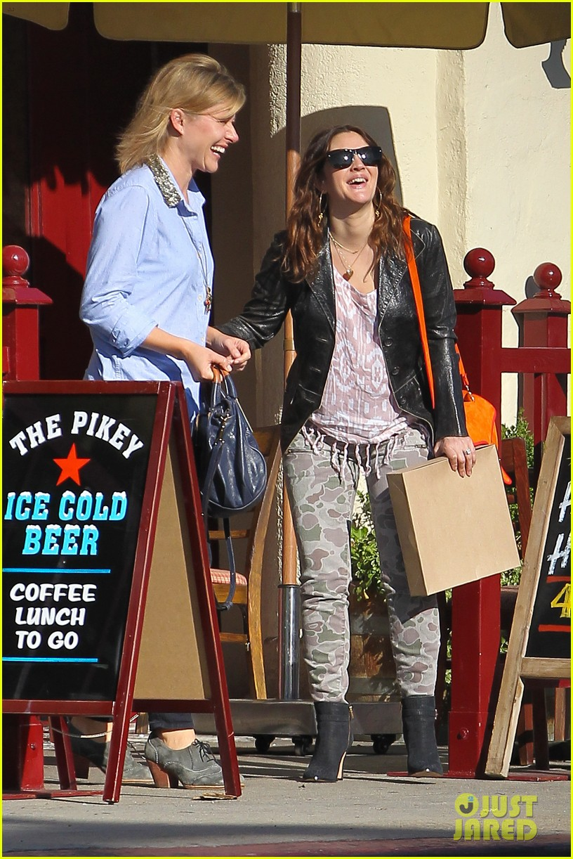 drew barrymore laughing at lunch 15