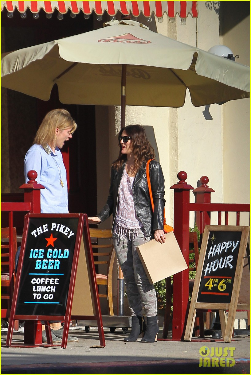 drew barrymore laughing at lunch 19