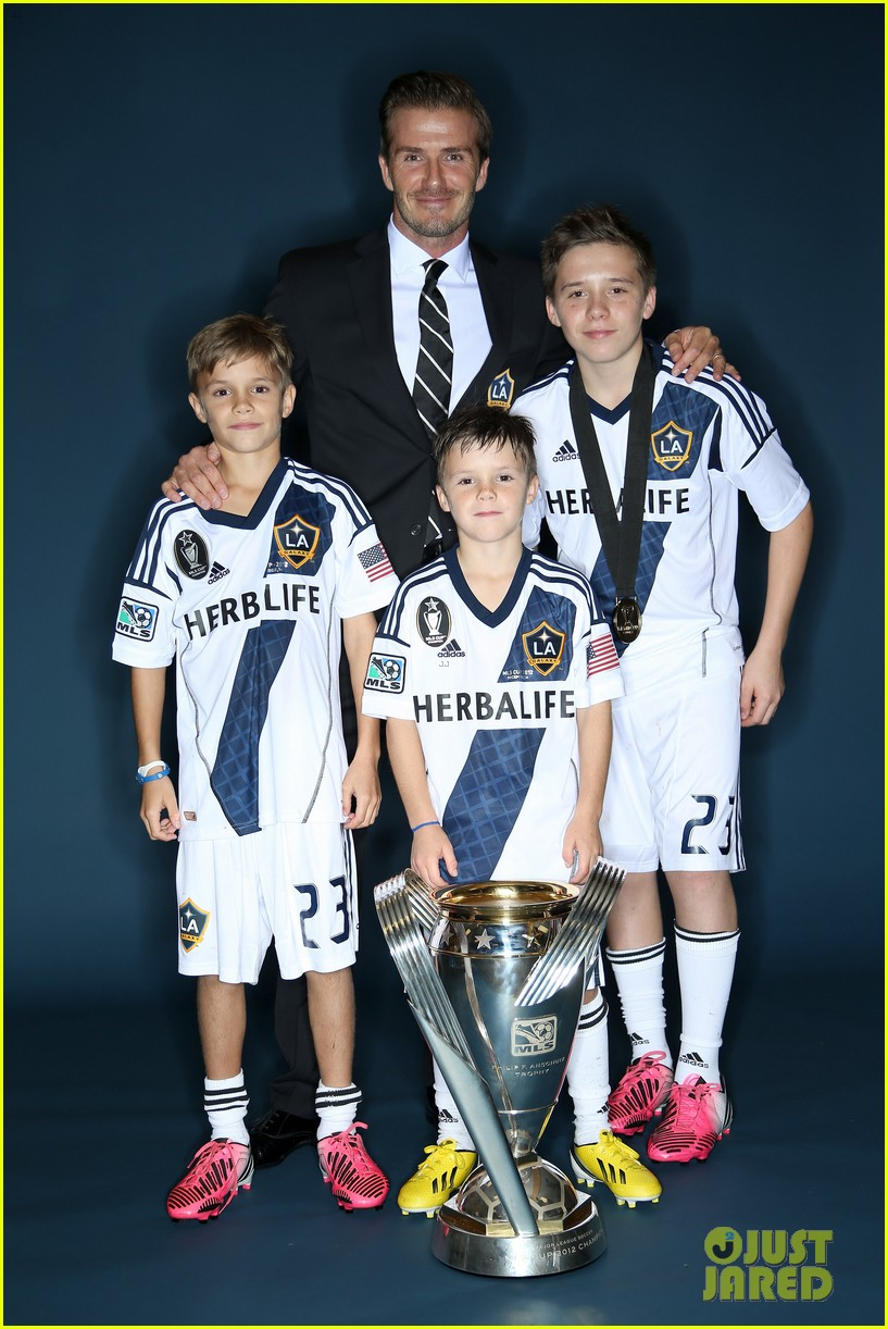 david beckham celebrates final galaxy win with his sons 012767612