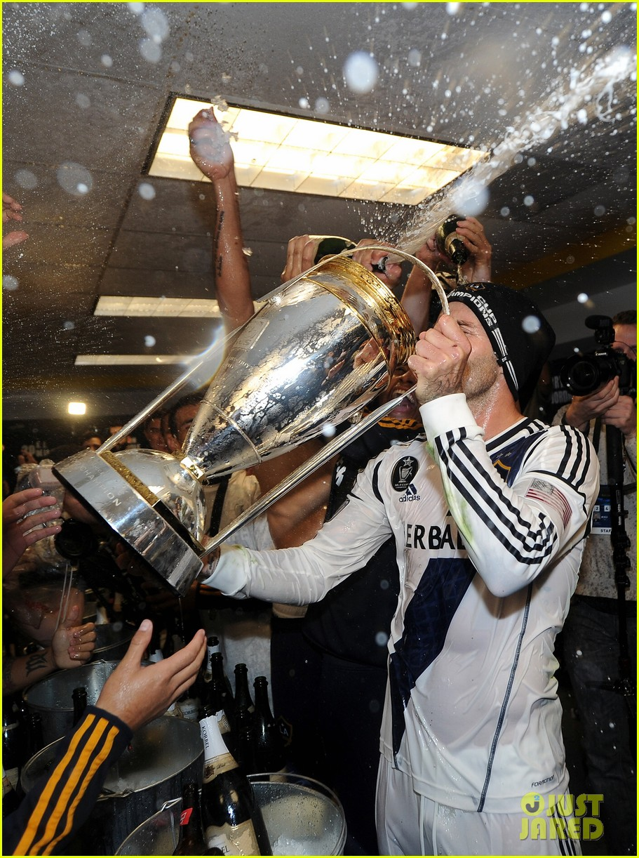 david beckham celebrates final galaxy win with his sons 08