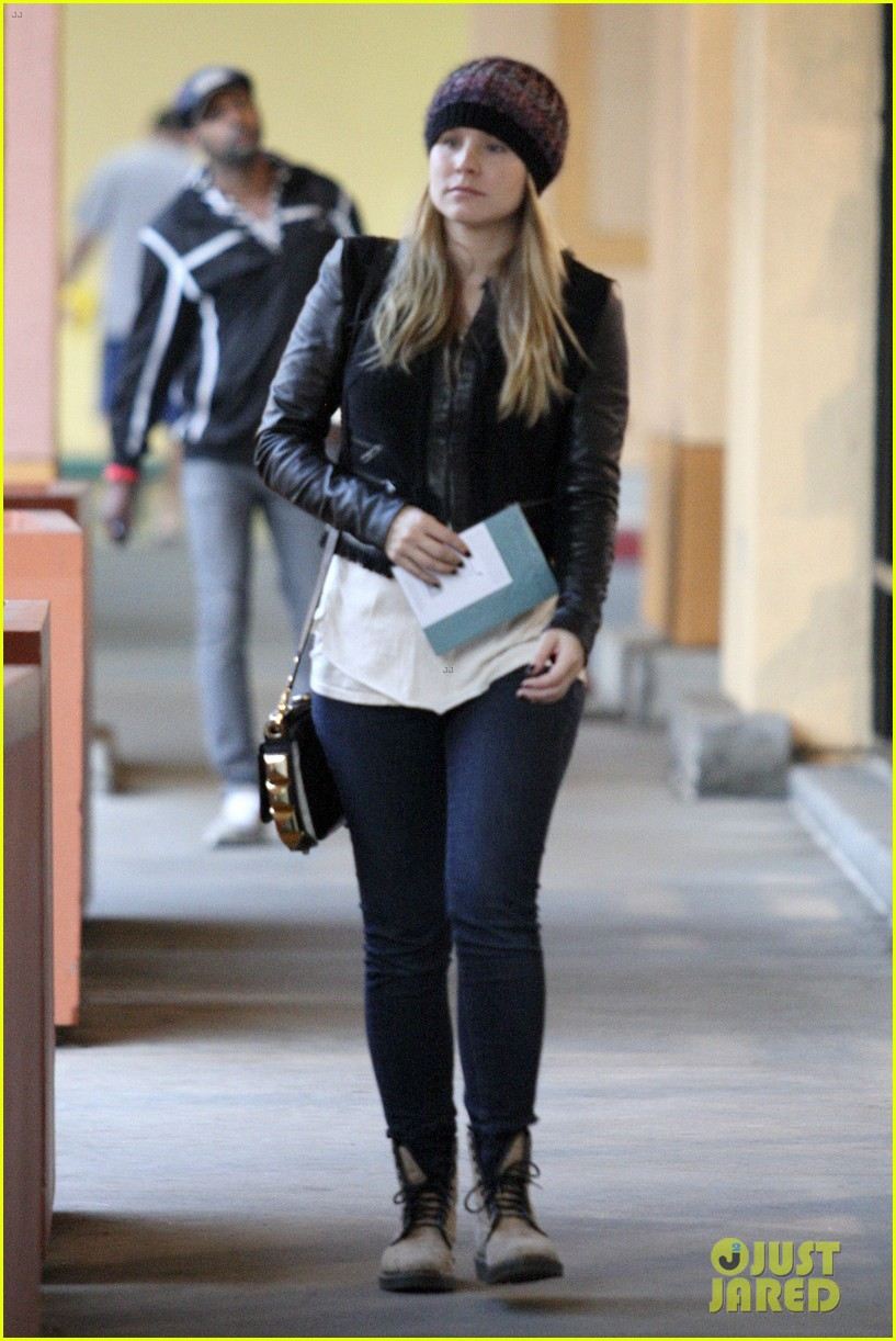kristen bell holiday card shopper 022770733