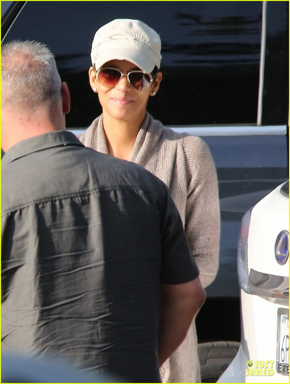 halle berry ex husband eric benet prays for nahla 082769194