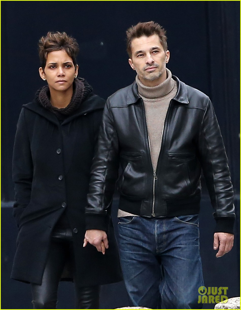 halle berry olivier martinez visit churches in paris 02