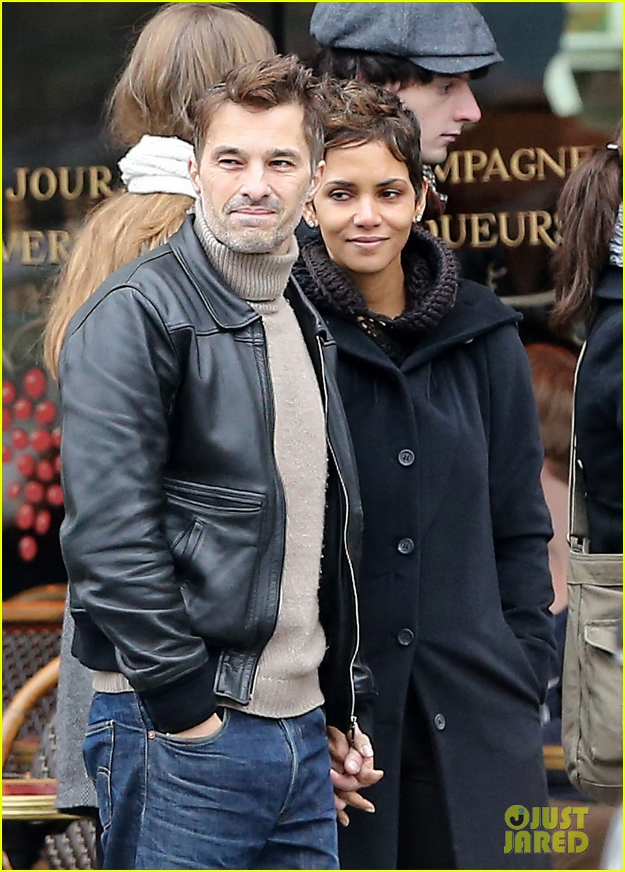 halle berry olivier martinez visit churches in paris 04