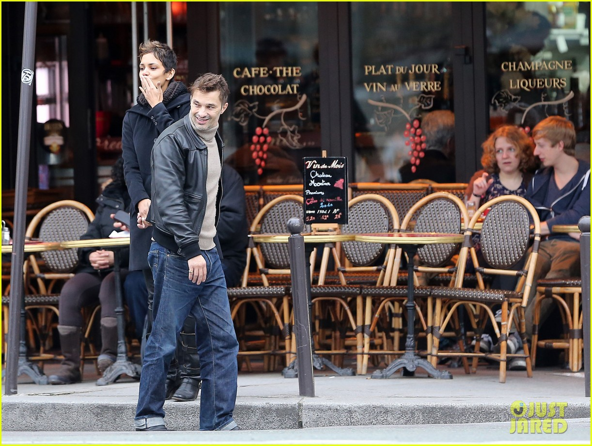halle berry olivier martinez visit churches in paris 062780077