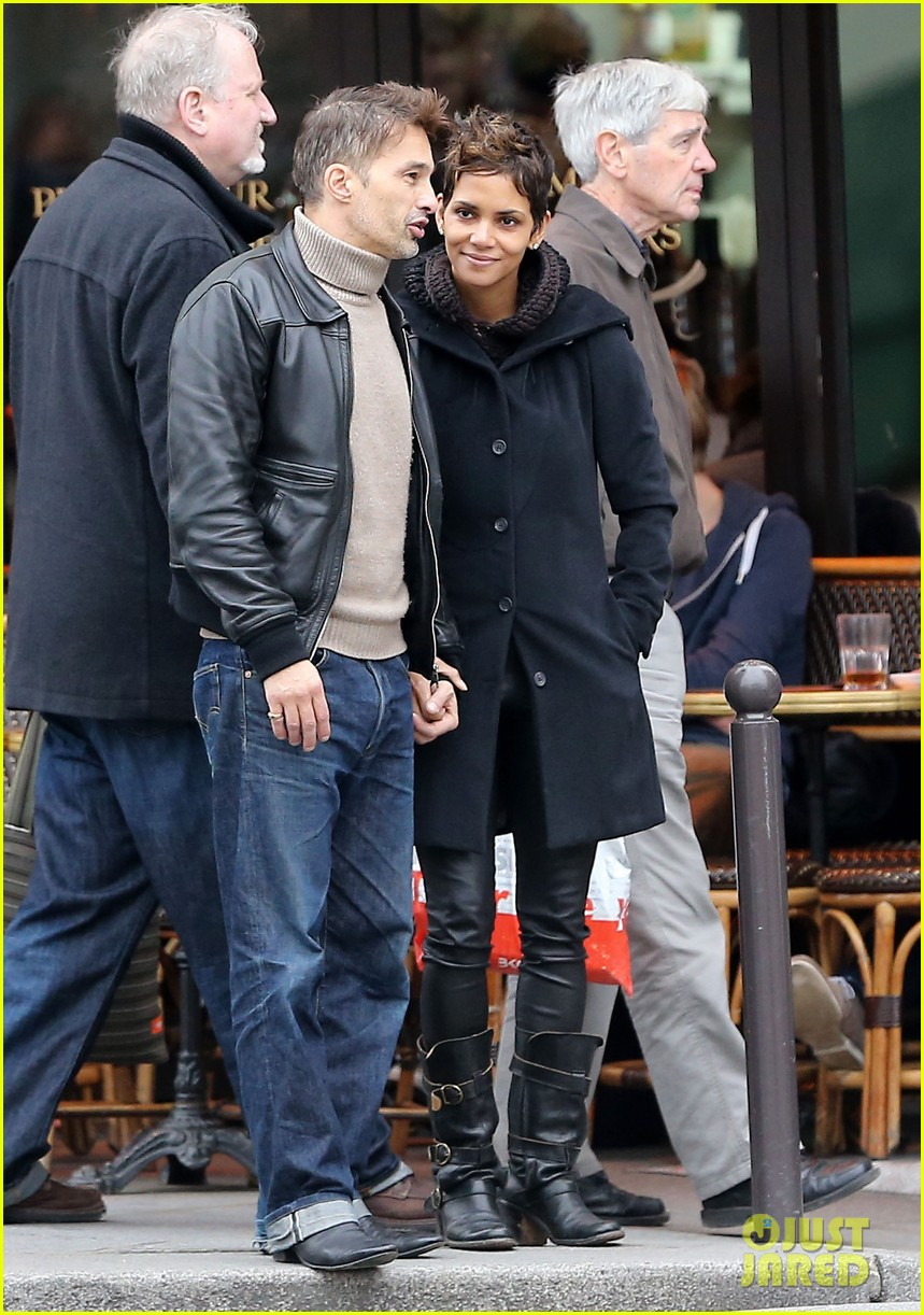 halle berry olivier martinez visit churches in paris 102780081