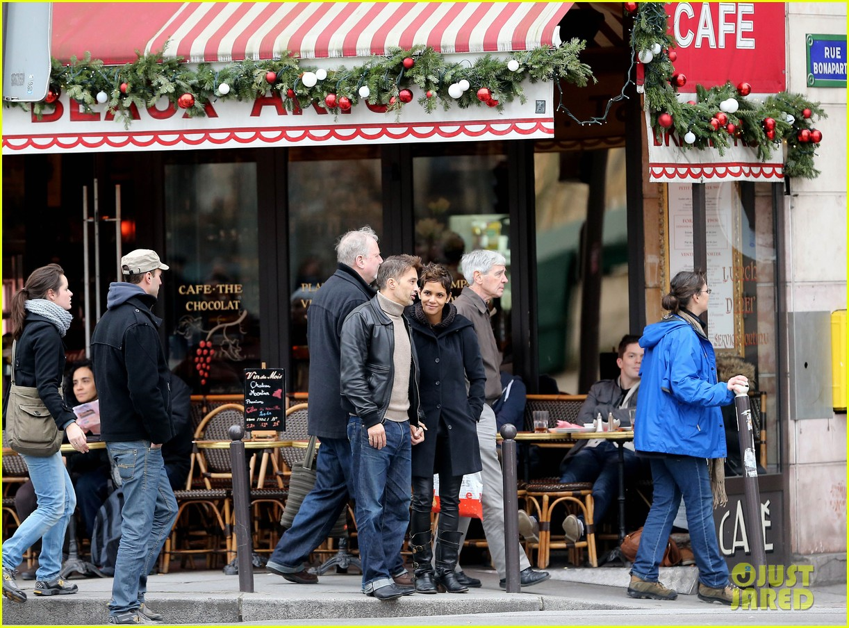 halle berry olivier martinez visit churches in paris 112780082
