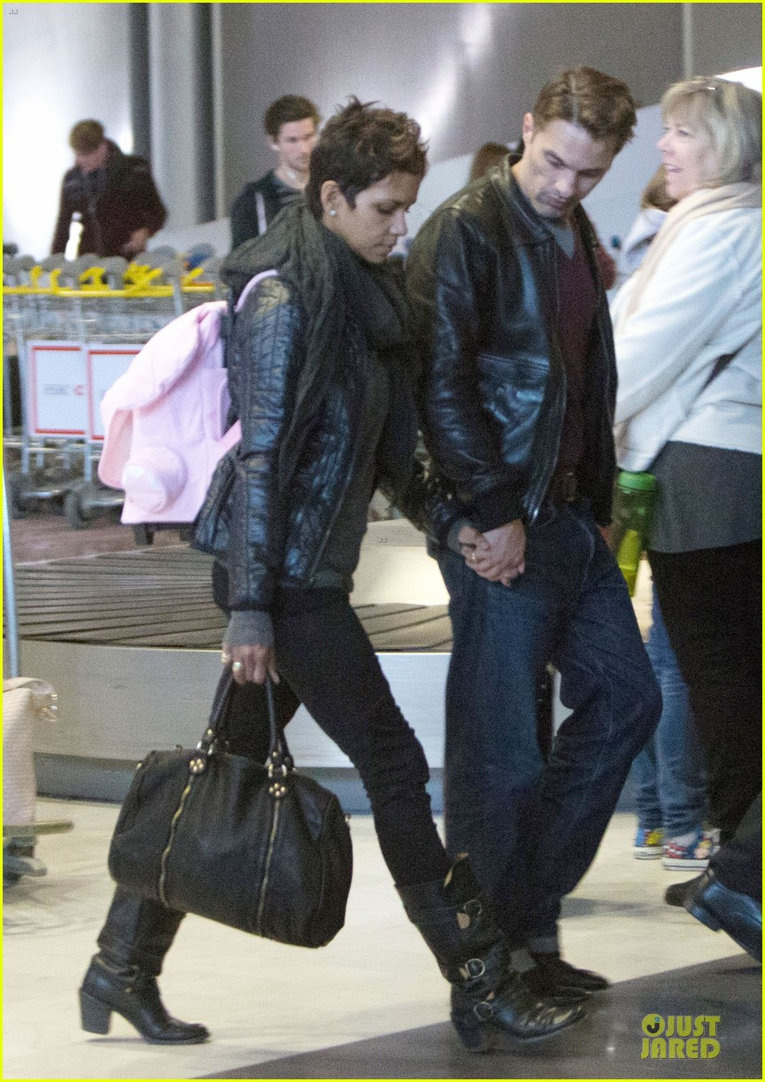 halle berry & olivier martienz paris for the holidays 032779548