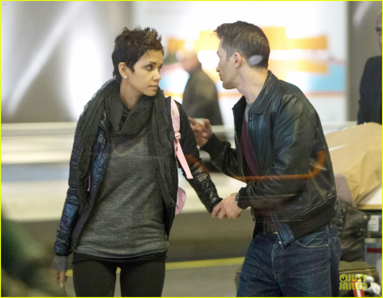 halle berry & olivier martienz paris for the holidays 062779551