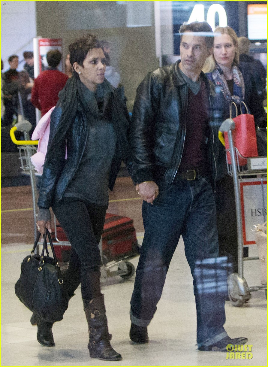 halle berry & olivier martienz paris for the holidays 072779552