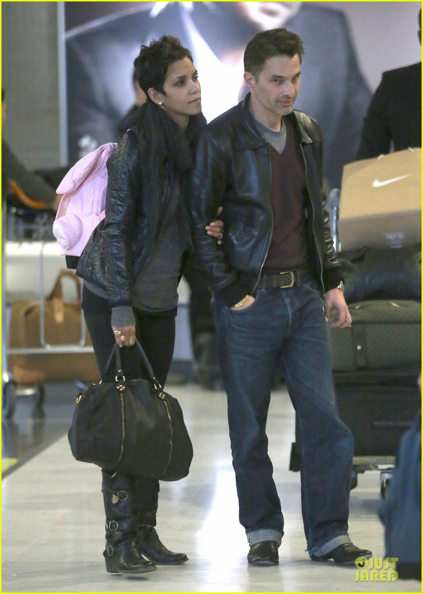 halle berry & olivier martienz paris for the holidays 142779559