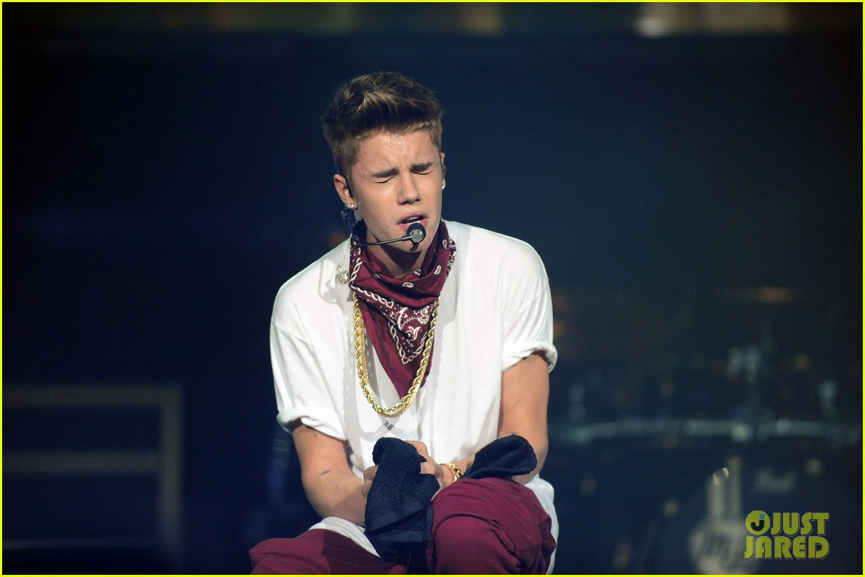 justin bieber performs after thwarted murder plot 27