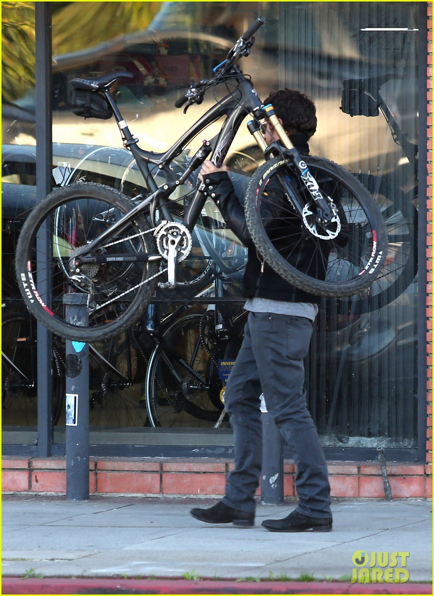 orlando bloom beverly hills bike repairs 06