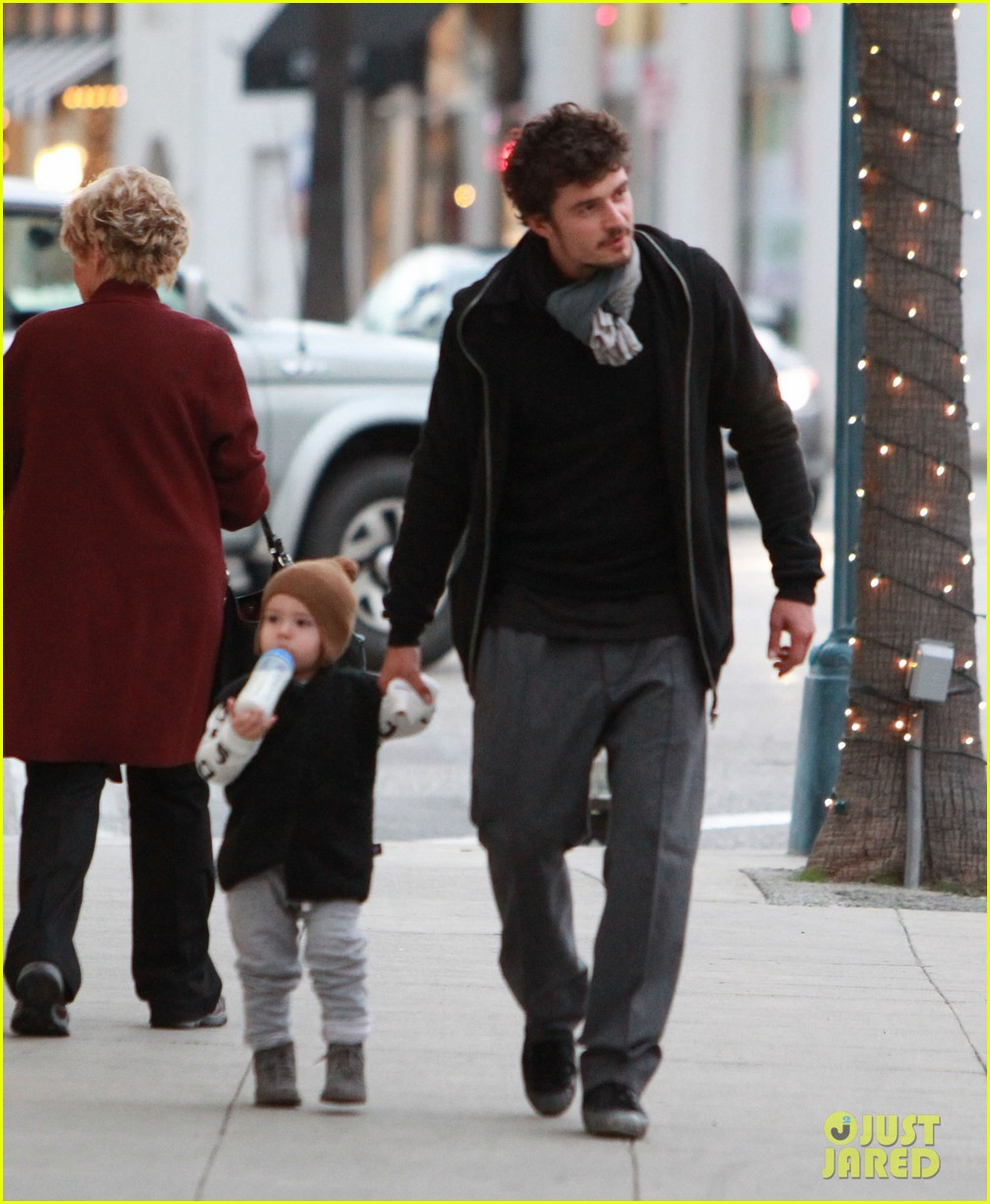 orlando bloom christmas shopping with flynn 102779825
