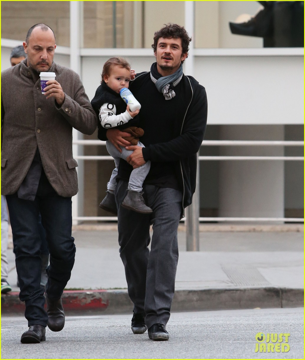 orlando bloom christmas shopping with flynn 112779826