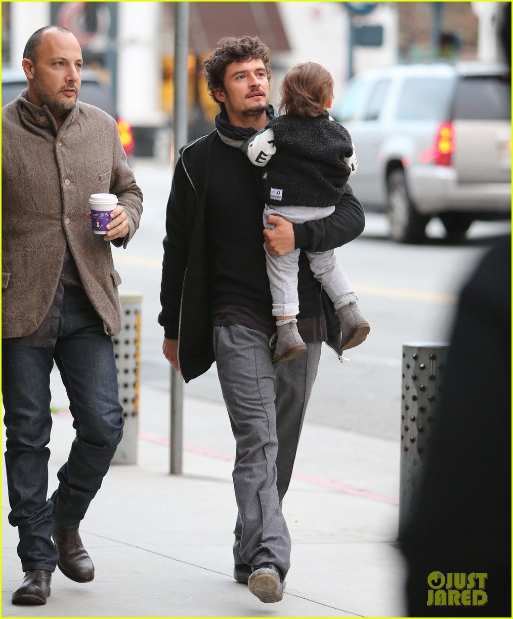 orlando bloom christmas shopping with flynn 16