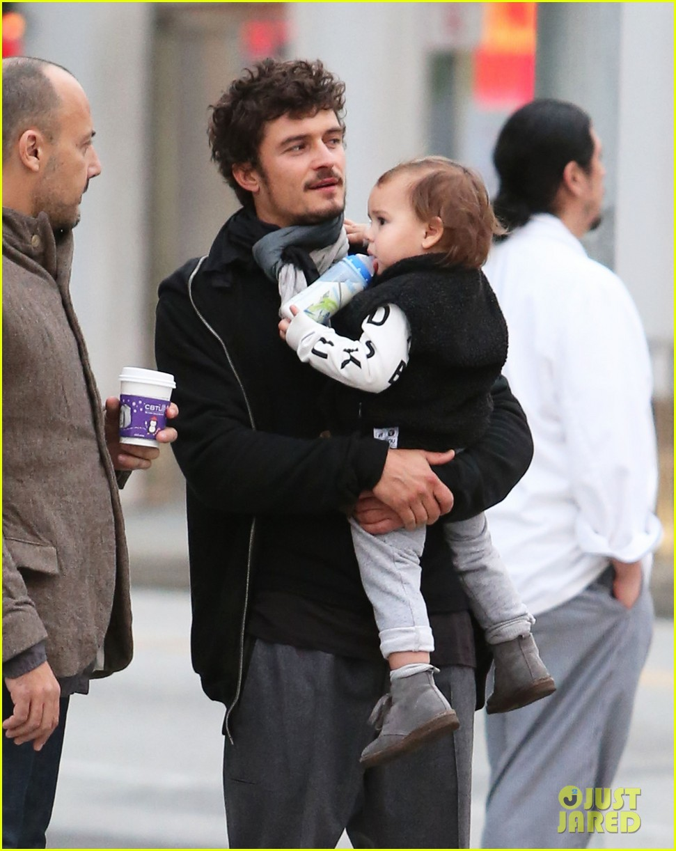 orlando bloom christmas shopping with flynn 202779835