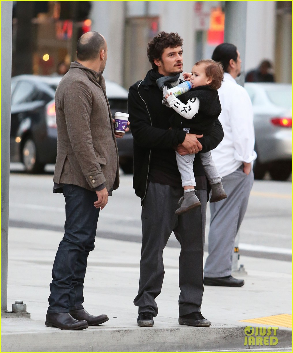 orlando bloom christmas shopping with flynn 232779838