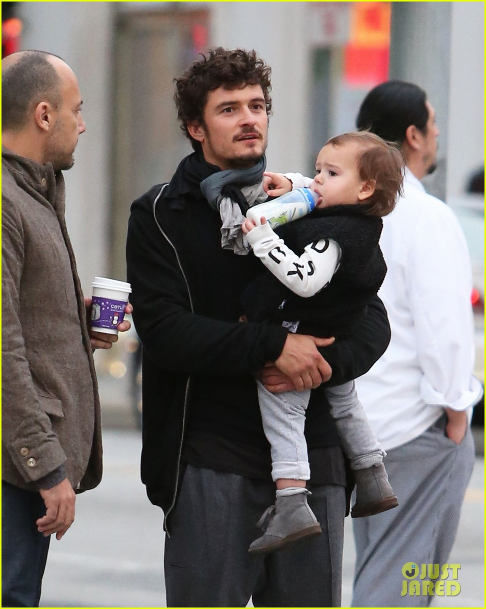 orlando bloom christmas shopping with flynn 24