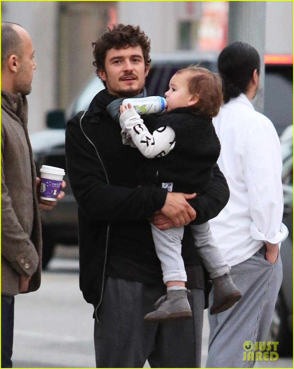 orlando bloom christmas shopping with flynn 252779840