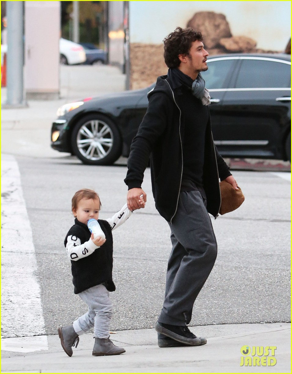 orlando bloom christmas shopping with flynn 262779841