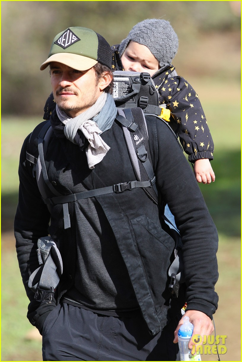 orlando bloom runyon canyon hike with flynn 082782387