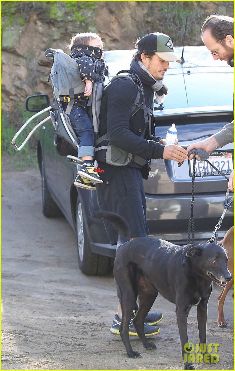 orlando bloom runyon canyon hike with flynn 182782397