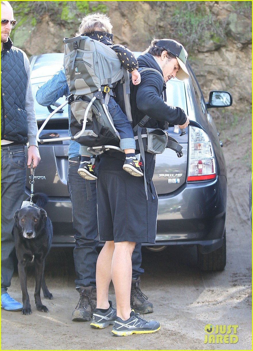orlando bloom runyon canyon hike with flynn 212782400