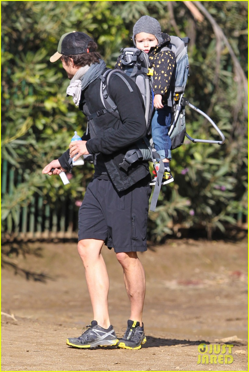 orlando bloom runyon canyon hike with flynn 33