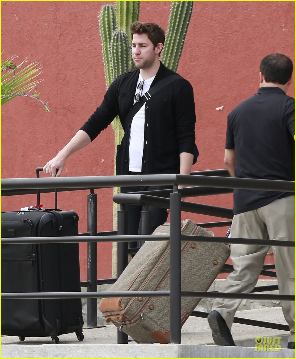 emily blunt & john krasinski arrive at jennifer aniston cabo crib 022781856