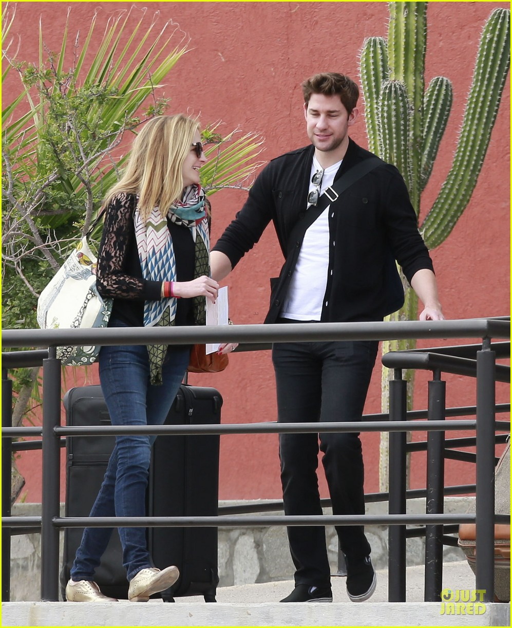 emily blunt & john krasinski arrive at jennifer aniston cabo crib 082781862