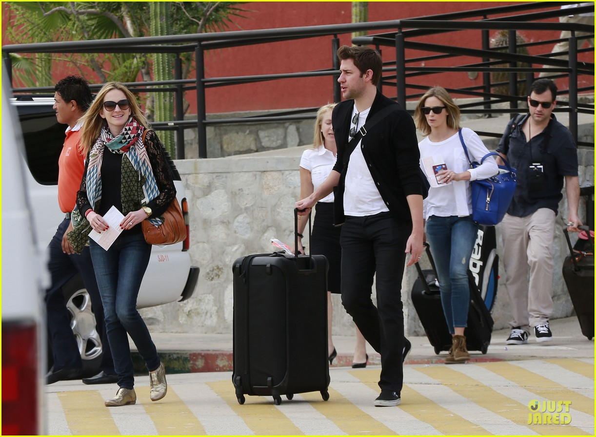 emily blunt & john krasinski arrive at jennifer aniston cabo crib 132781867