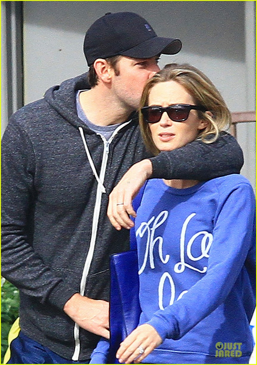 emily blunt & john krasinki lemonade kissing couple 04
