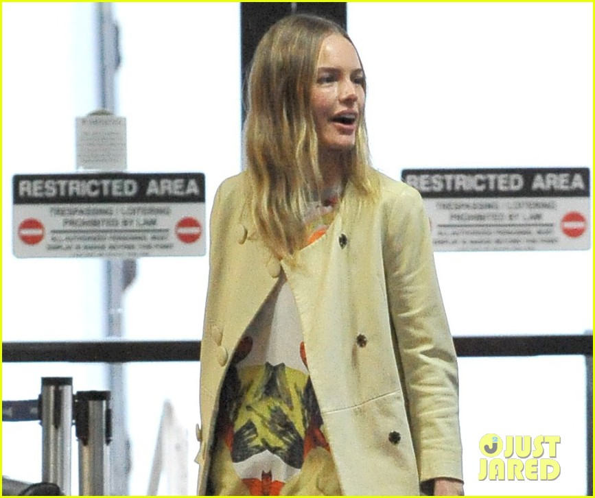 kate bosworth selects favorite topshop holiday items 032777275