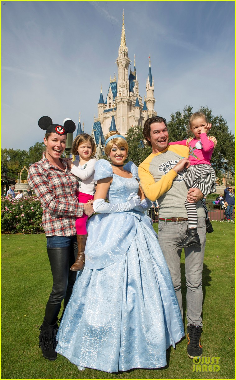 julie bowen walt disney world with the beast 012781883