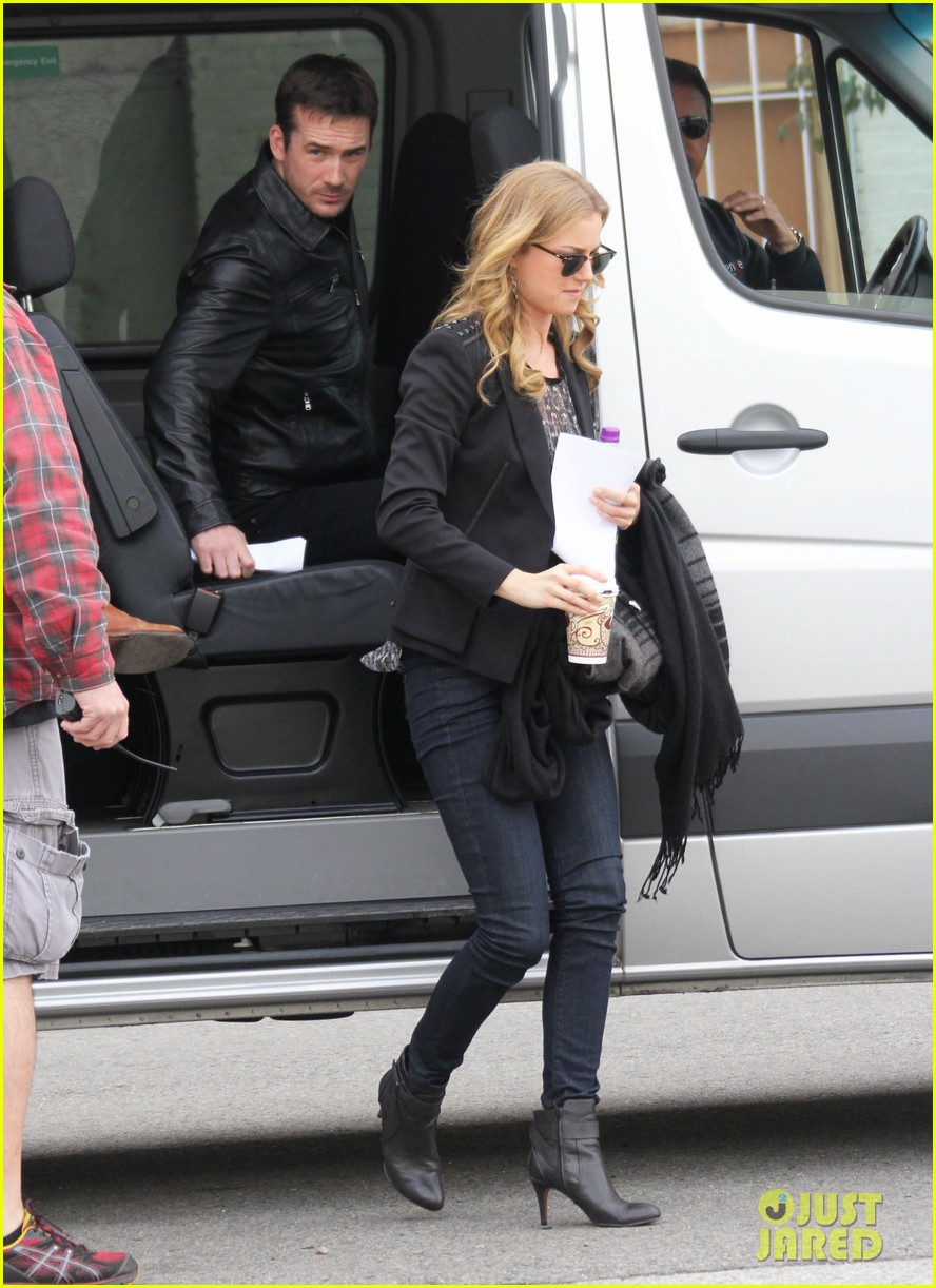 emily vancamp films revenge josh bowman is da man 012775713