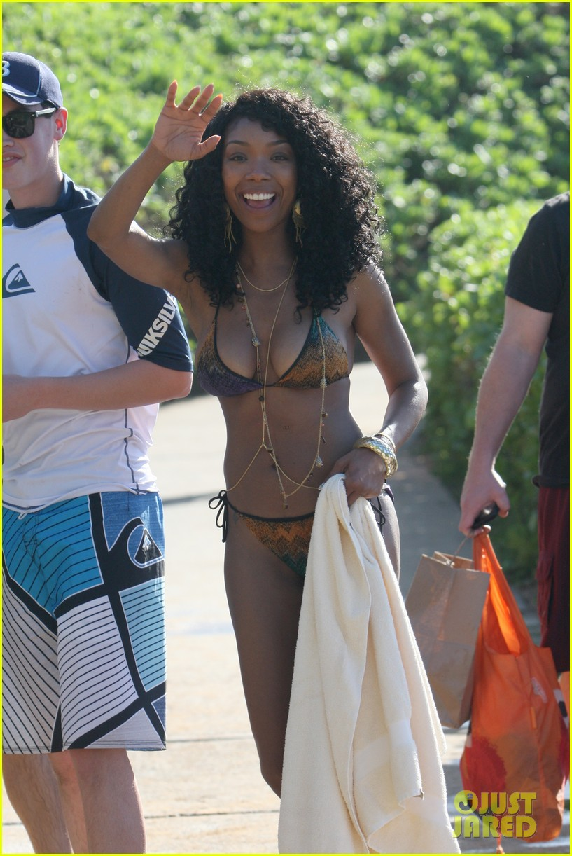 brandy shows off bikini body after engagement announcement 03