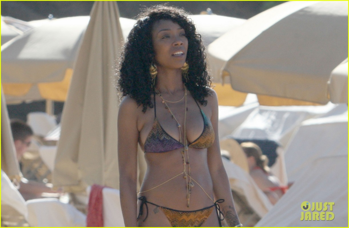 brandy shows off bikini body after engagement announcement 042781702