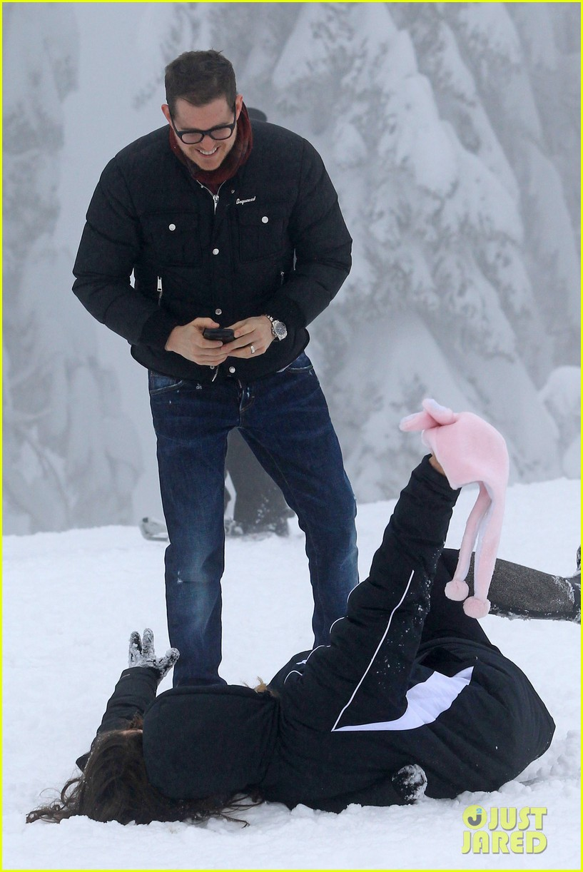 michael buble luisana lopilato snowy sweethearts 052781632