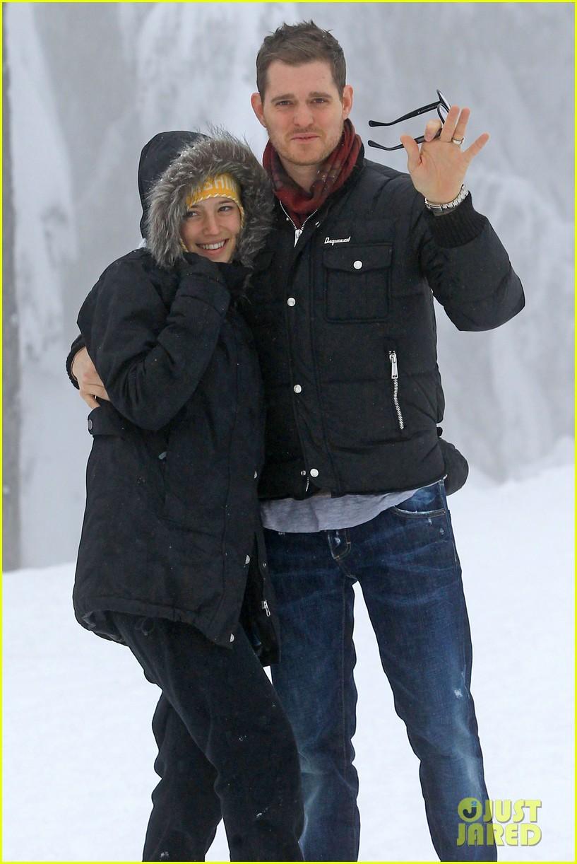 michael buble luisana lopilato snowy sweethearts 062781633