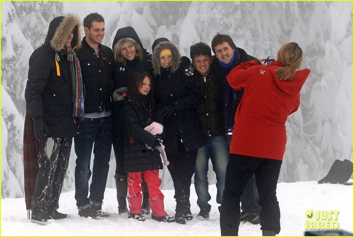 michael buble luisana lopilato snowy sweethearts 112781638
